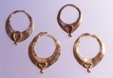 Portada SAGVNTVM 32. Pendientes de oro de La Albufereta (Alicante)(Fotografía A. Perea))